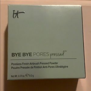 💋It Cosmetics bye bye pores pressed powder💋